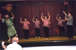 女性部による手話の踊り